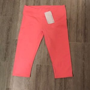 NWT Fabletics cropped pants